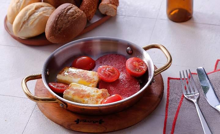 Fried Sausage & Halloumi