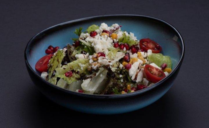 Green salad in season with tulum cheese